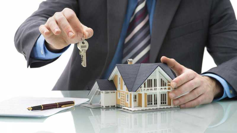 Modelo reclamación gastos hipoteca hombre con casa