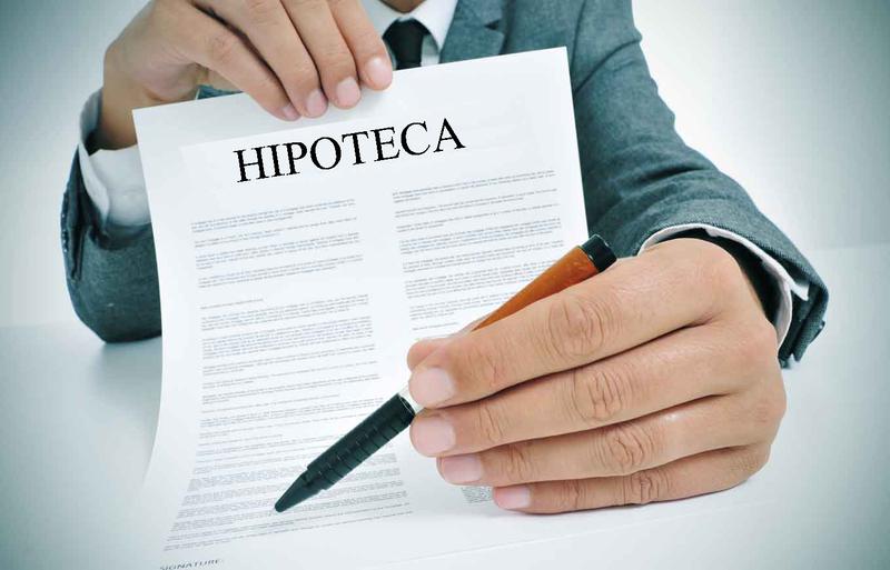 Modelo reclamación gastos hipoteca hombre con contrato