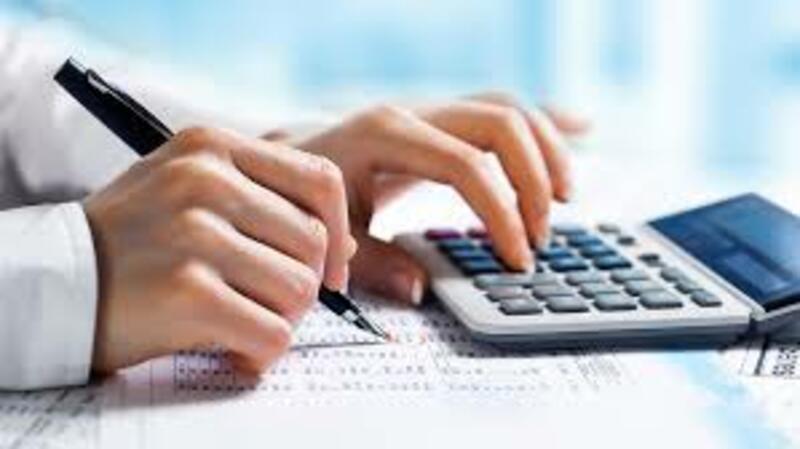 Modelo de autorización para trámites hombre con calculadora