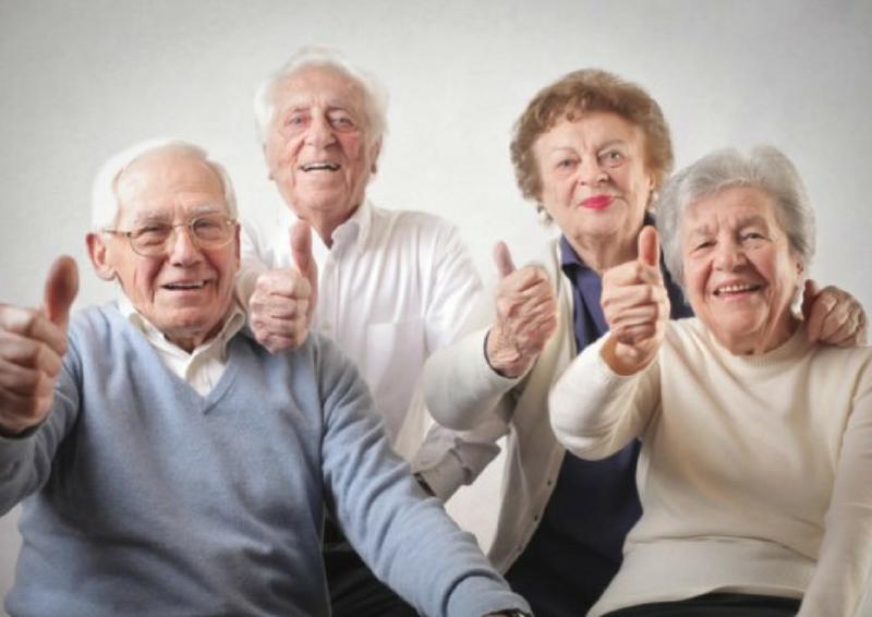 Modelo de Atención Centrada en la Persona cuadernos prácticos adultos saludando