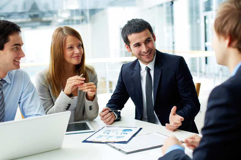 Modelo representación AEAT  ejecutivos charlando